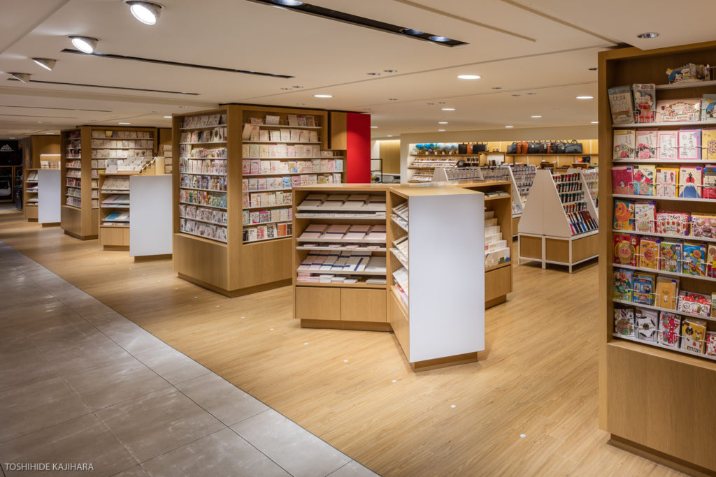 伊東屋横浜店のデザイン事例・内観写真