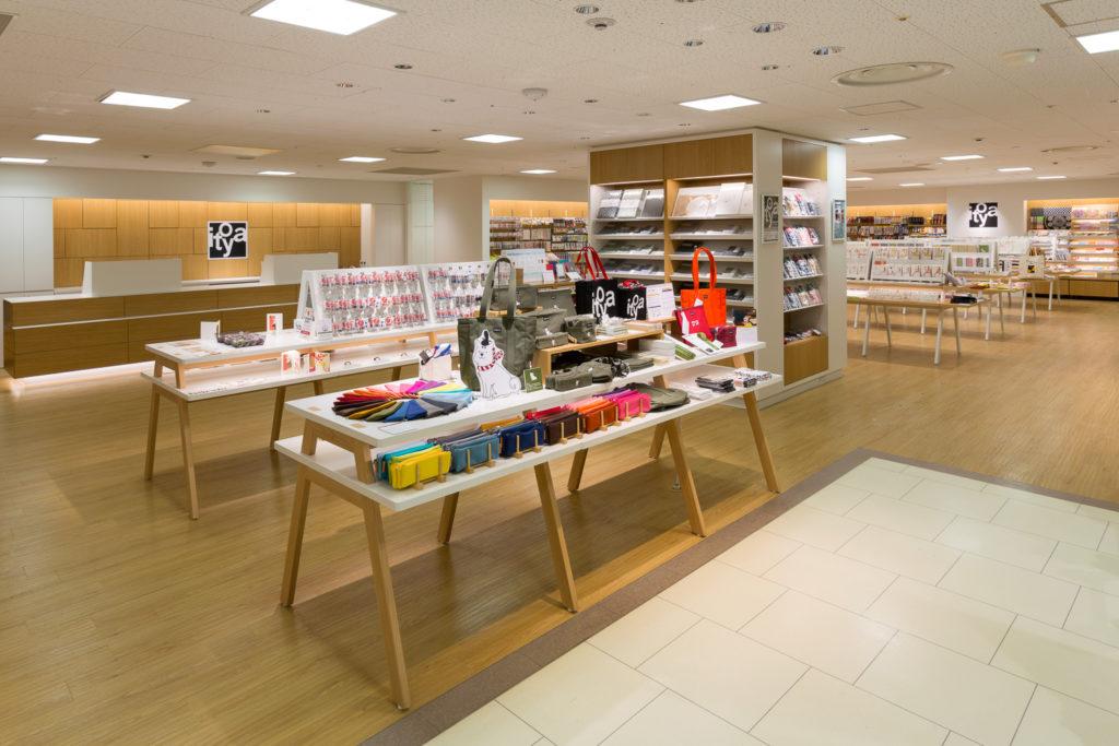 伊東屋の支店デザインにおけるスタンダートとなった伊東屋京都店のデザイン事例・内観写真