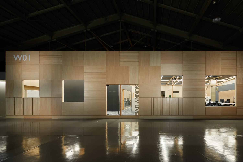 新建築2020年4月掲載のウッディパーツ第2工場オフィスプロジェクト竣工写真